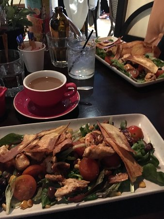 Joondalup, Australien: Grilled chicken salad