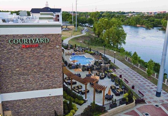 Phenix City, ألاباما: Riverside Patio