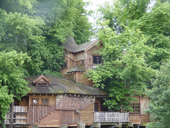 Alnwick, UK: A section of the Tree-house