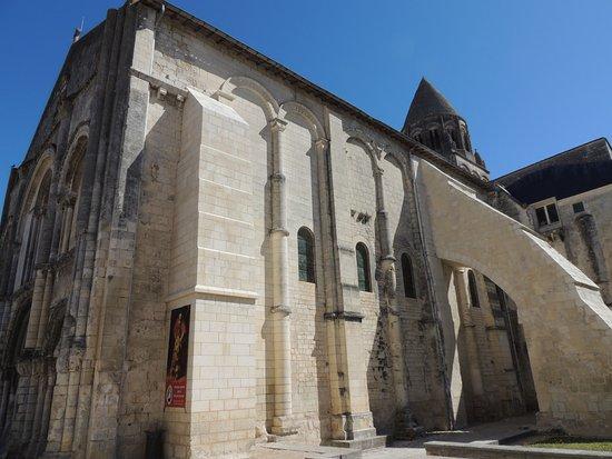 Saintes, Fransa: vue sur Abbaye