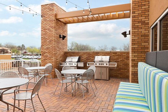 Home2 Suites By Hilton Sioux Falls Sanford Medical Center: Outdoor Patio  With Grills