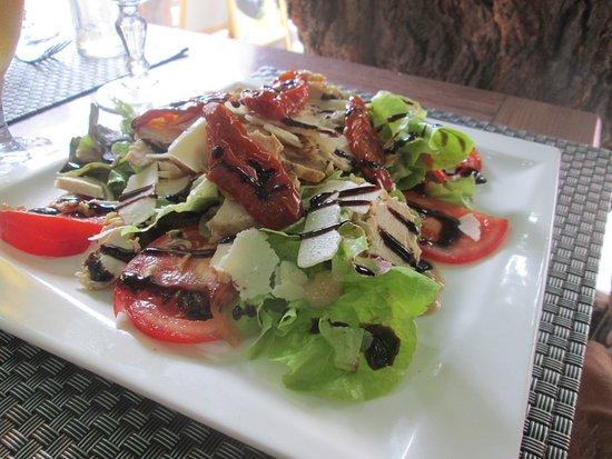 Sari-Solenzara, France : insalata nicoise