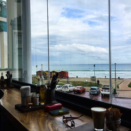 Muizenberg, Sudáfrica: Great vibe. Great food. Great service. Oh, great view too.