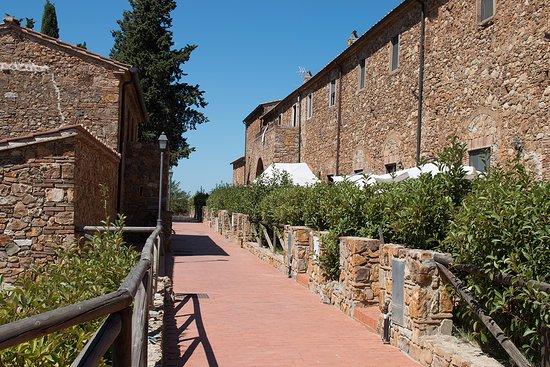"""Campiglia Marittima, Itália: La """"strada"""" centrale del borgo"""