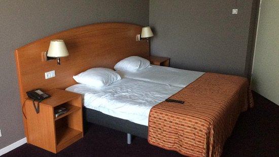 เพอร์มีเรนด์, เนเธอร์แลนด์: Kamers zijn goed , ze zijn aan het renoveren en onze kamer moest nog. Is wel nodig de deur viel