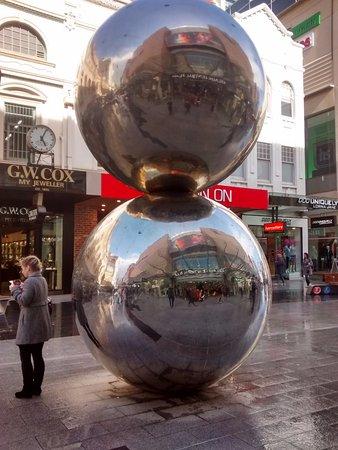 The Mall's Balls Statue: mall's balls