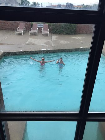 Perrysburg, OH: Family pool outdoor connected to one indoor