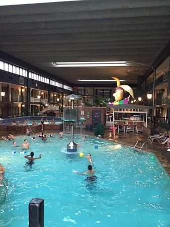 Perrysburg, OH: Family indoor pool
