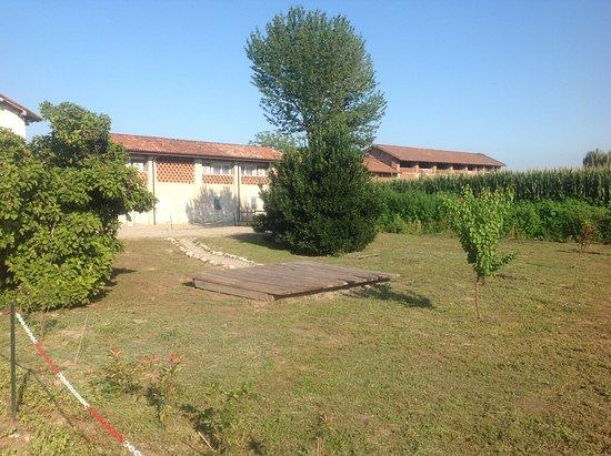 Recetto, إيطاليا: Giardino esterno