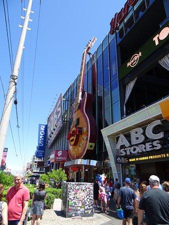 Hard Rock Cafe: Guitar.