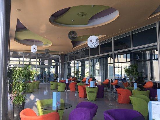 Atrium Platinum Hotel: Lobby bar