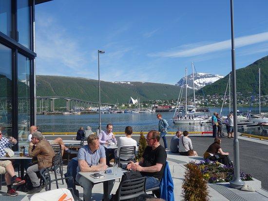 Troms, Noruega: Terras met zicht richting camping!