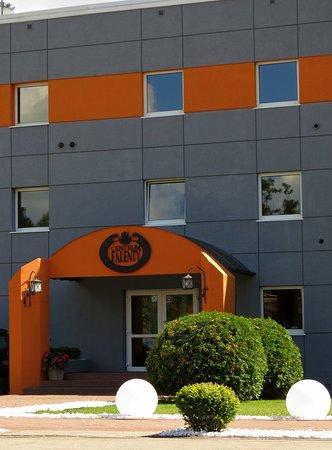 Centrum Szkoleniowo-Konferencyjne Falenty: Front budynku