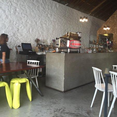 Oficina funchal restaurant avis num ro de t l phone for Oficina avis