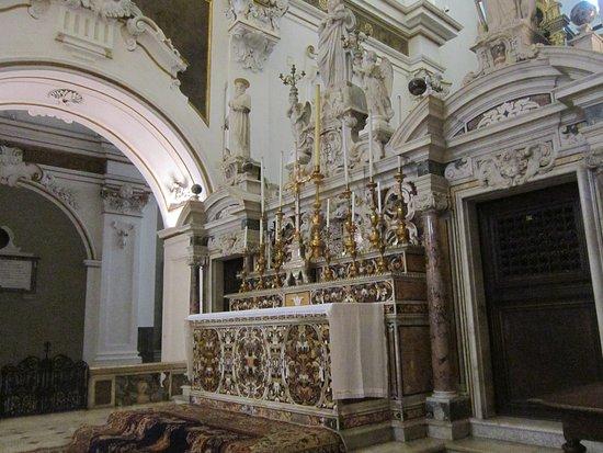 Mercogliano, İtalya: Altare della Basilica antica