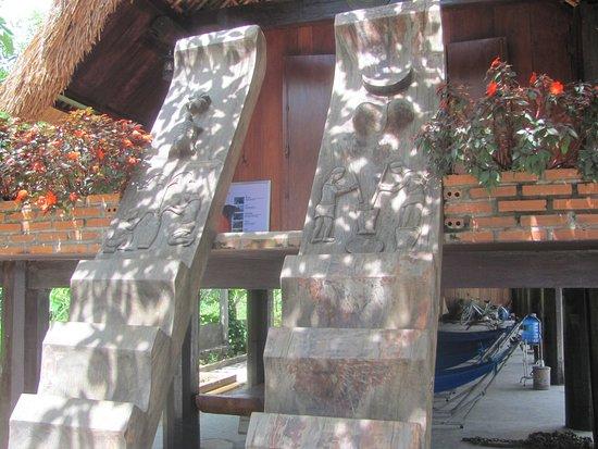 Van Long Lak Lake Hotel