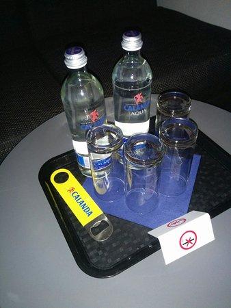 Kloten, Suiza: 瓶入りの水は無料