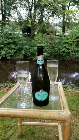 Riverbank Guest House: A glass of fizz in the garden