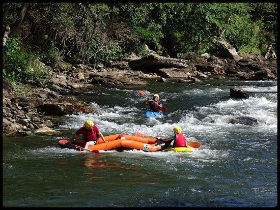 Itxassou, Frankrike: du spectacle souvent avec le rafting.......