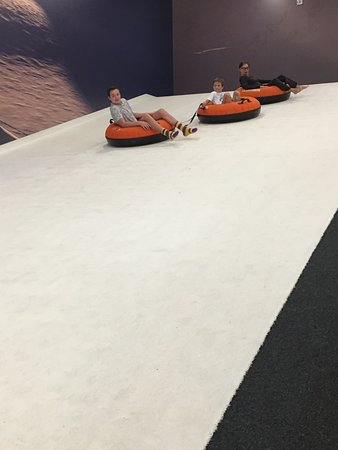 Centennial, Колорадо: Indoor tubing hill