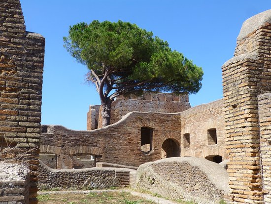 Ostia Antica, Ιταλία: Far end of the site, nearest to beach