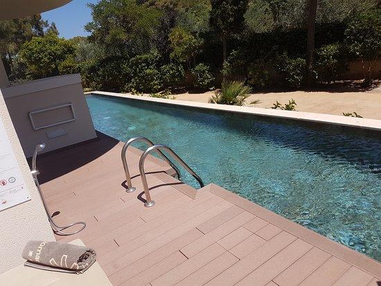 Protur Biomar Gran Hotel & Spa: La piscina tipo río larguísima, limpísima y fresquita, cosa que se agradece mucho en agosto.