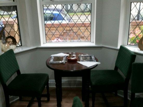 Polygon Villas Guest House: Esterno e sala colazione