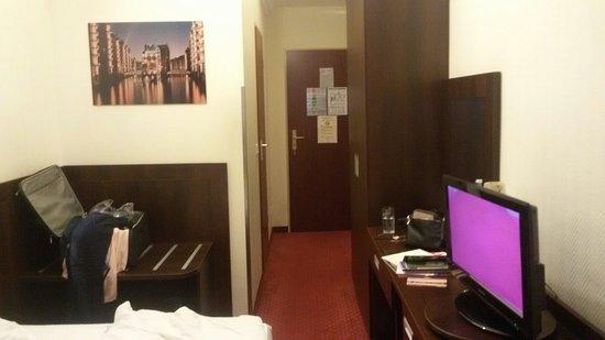 Novum Hotel Graf Moltke Hamburg: 20160808_205633_large.jpg
