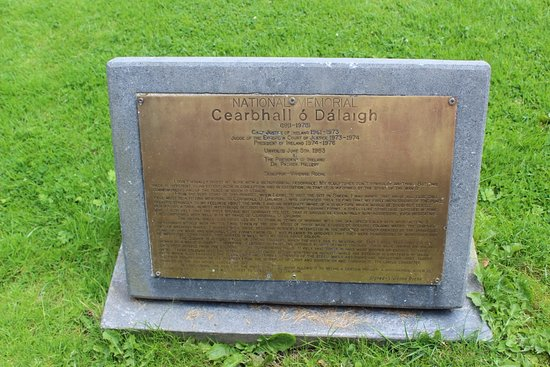 Cearbhall O'Dalaigh Memorial, South Square, Sneem, Ireland, July 2016