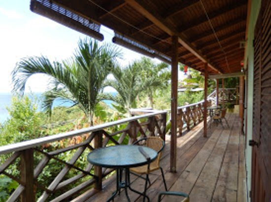 Carpe Diem Villa: Along the studio balcony!