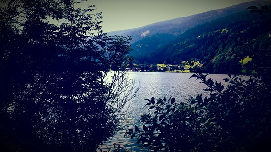 Feld am See, Austria: Lago di Afritz  e gasthof  seebrauer