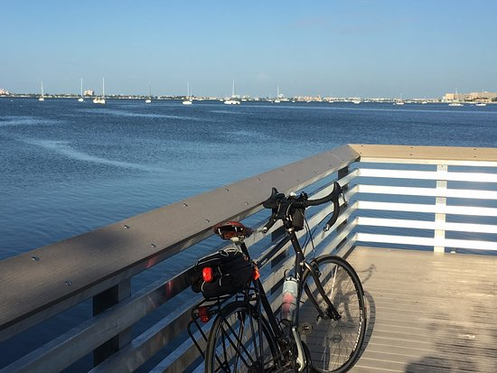 Clam Bayou Nature Park : Taking a break and enjoying the view.