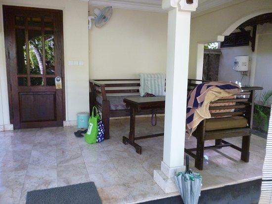 Martas Hotel: Lovely front verandah
