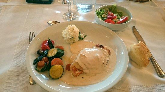 Slunj, Kroasia: pechuga de pollo con salsa de queso