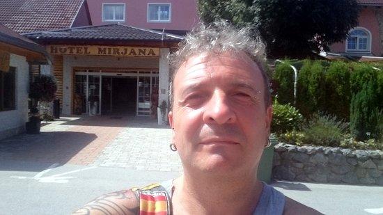 Slunj, Kroasia: entrada del hotel-restaurante