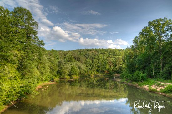 Lithia Springs, GA: This is the view from the bridge on the yellow trail!