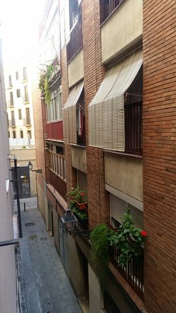 Hotel Canton: vue chambre ruelle calme