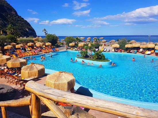 Bagno Giapponese Terme Ischia : Piscina ischia ° con cascata cervicale e idromassaggio foto di