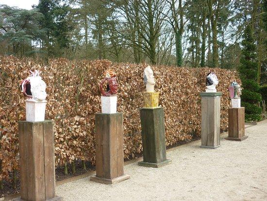 Oosterbeek, Hollanda: Beelden van Henk van Rooij bij De Lage Oorsprong in 2013
