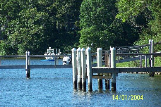 CapeWind Waterfront Resort : scusate la data della foto è errata - il pontile con accessa dal mare