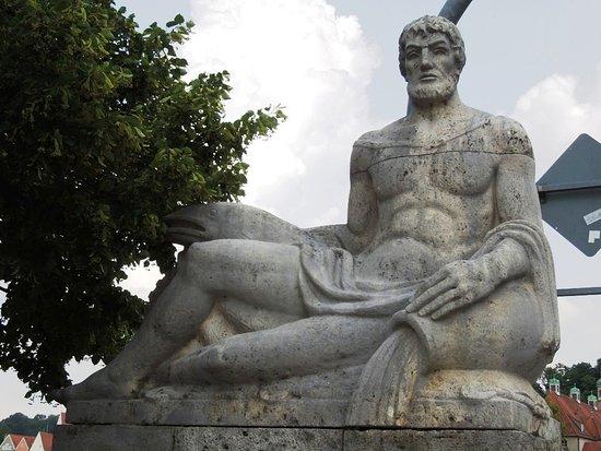 Vater-Lech-Skulptur