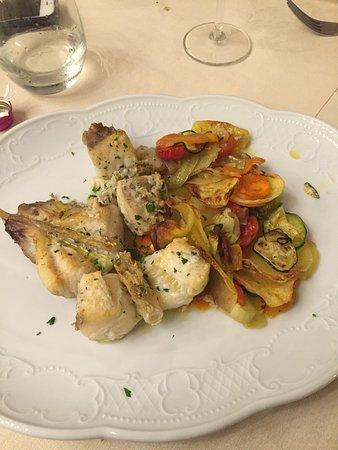 Palaia, Italia: Rana pescatrice con verdure