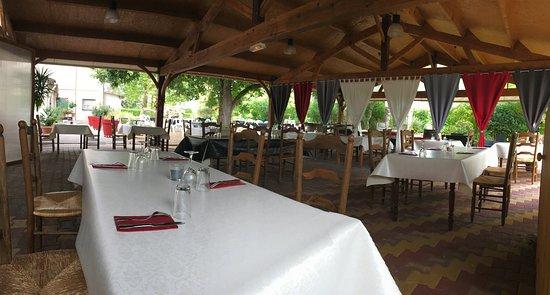Un joli salon cosy pour y boire l\'apéritif avant de passer à table ...
