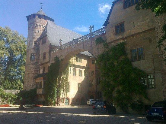 Michelstadt, Allemagne : Der Prachtbogen am alten Burggebäude