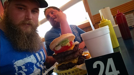Spanky's Grille : My 3rd 2lb Viking burger