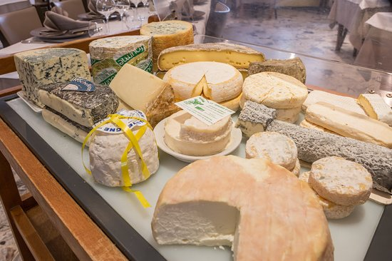 Tence, Francja: chariot de fromages
