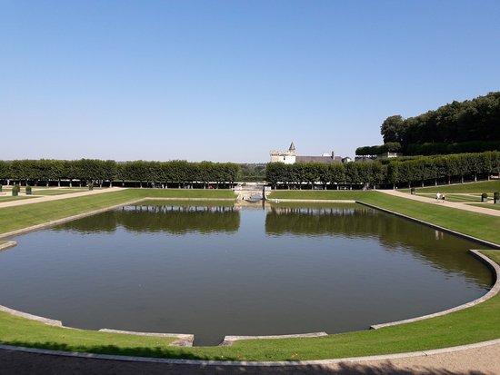 Villandry, فرنسا: estanque parte superior de los jardines.
