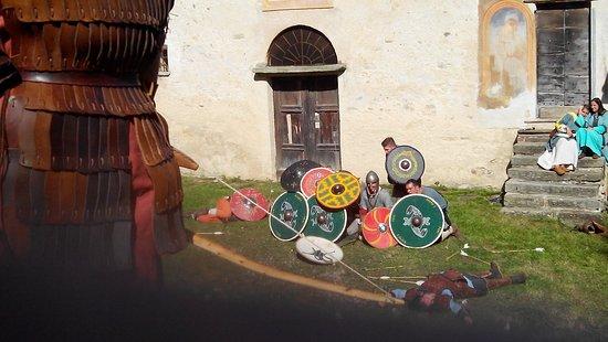 Villar San Costanzo, Italia: Il ritorno dei longobardi,  San Costanzo al Monte