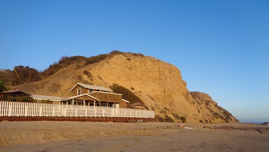 Crystal Cove State Park : One of the cottages that has been refurbished and has people staying in it right on the beach.