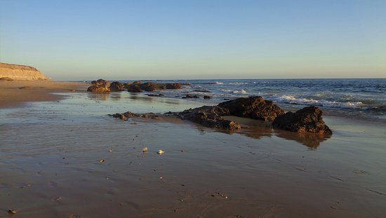 Crystal Cove State Park : Rocks on the shoreline of the Pacific Ocean. Looking south towards Laguna Beach.